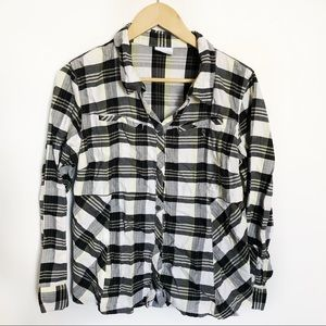 Columbia • Plaid flannel with button pockets Large
